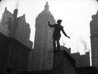 Joseph-Cotten-in-a-chase-through-lower-Manhattan