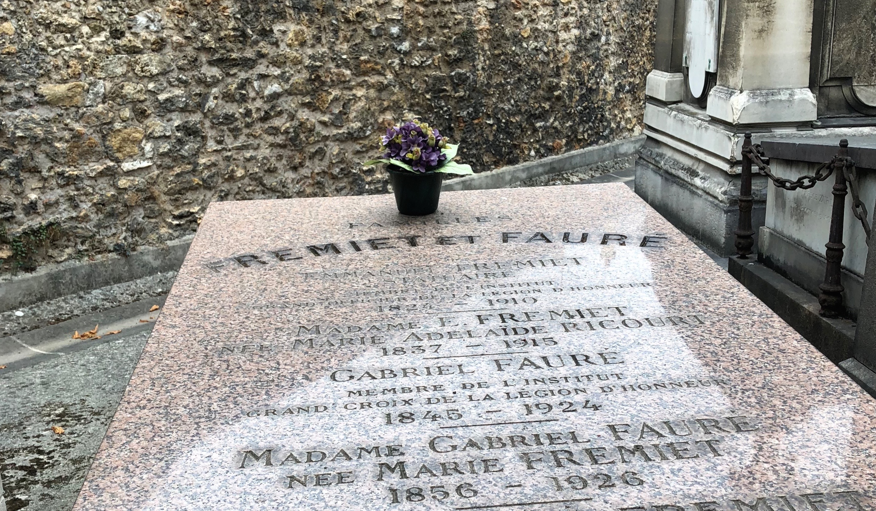 Alex Ross: The Rest Is Noise: At the graves of Debussy and Fauré